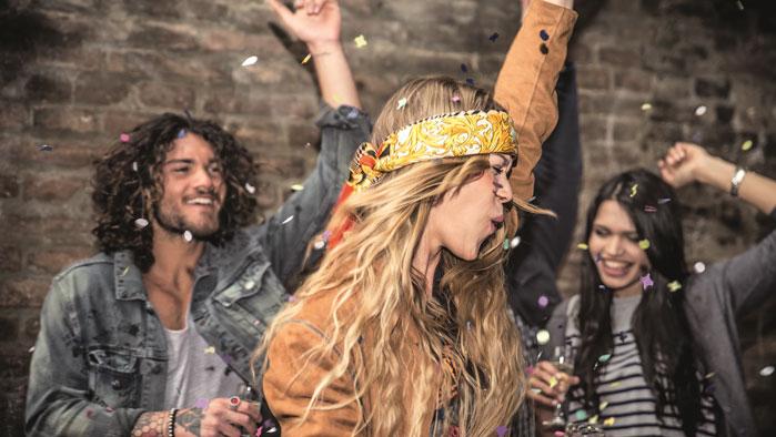 Mit A1 Smile etwas erleben - Junge Leute feiern eine Party.