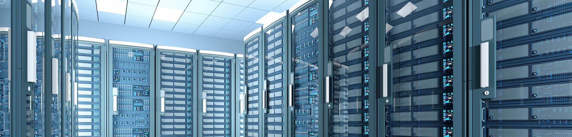 Blick in einen hochmodernen Rechner/Serverraum