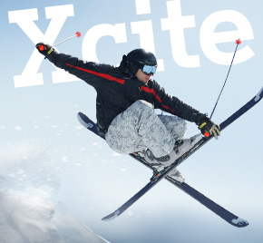 Skifahrer mit Xcite-Schriftzug