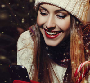 Junge Frau im Schneegestöber