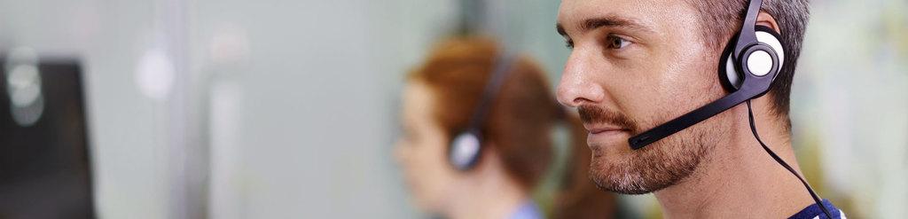 Kopf eines Mannes mit Headset
