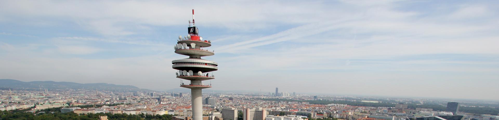 Panomarabild von Wien; im Vordergrund sieht man den Turm des Arsenals