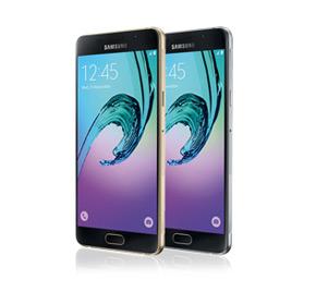 Zwei Samsung Galaxy A5 2016 in schwarz und gold